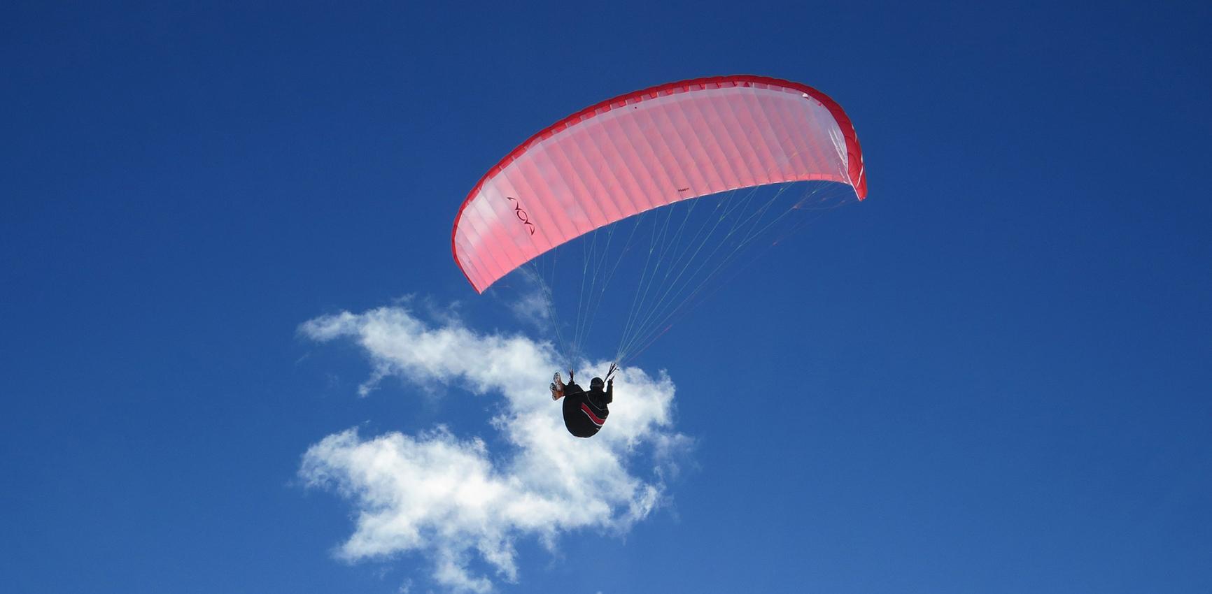 Asociación-de-Vuelo-Libre-Española-Imagen-de-Inicio-Slider-Parapente-cielo-nube